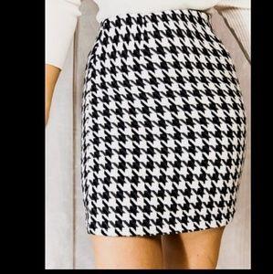 WhtHouseBlkMkt Houndstooth Pattern Pinskirt